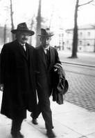Albert Einstein (1879-1955) et Niels Bohr (1885-1962) (2)